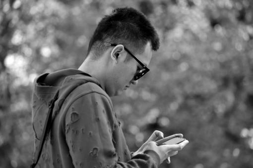 side chinese phone portrait handsome sunglasses young outdoors mobile leisure