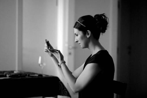 brunette gorgeous mirror makeup woman indoors portrait  verticale bellissima modello donna