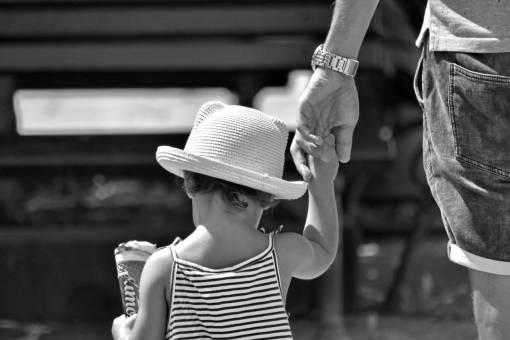 ice cream father child hat outdoors urban portrait street quer trabalhar pela internet casa