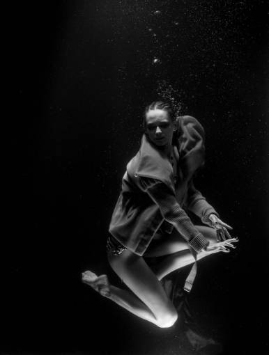 woman  female  drowning  live  model