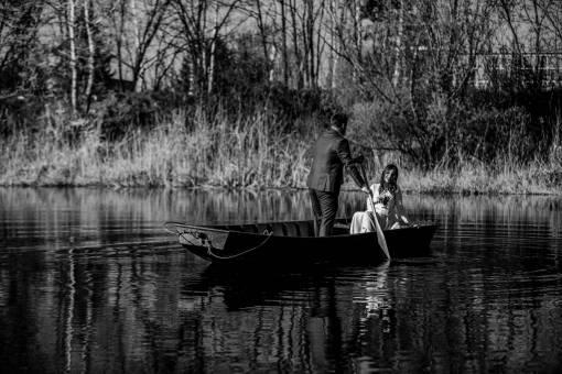 boat groom gondola bride river oar canal paddle lake water
