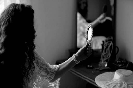 hand hairstyle brunette hat mirror bride bracelet pearl jewelry
